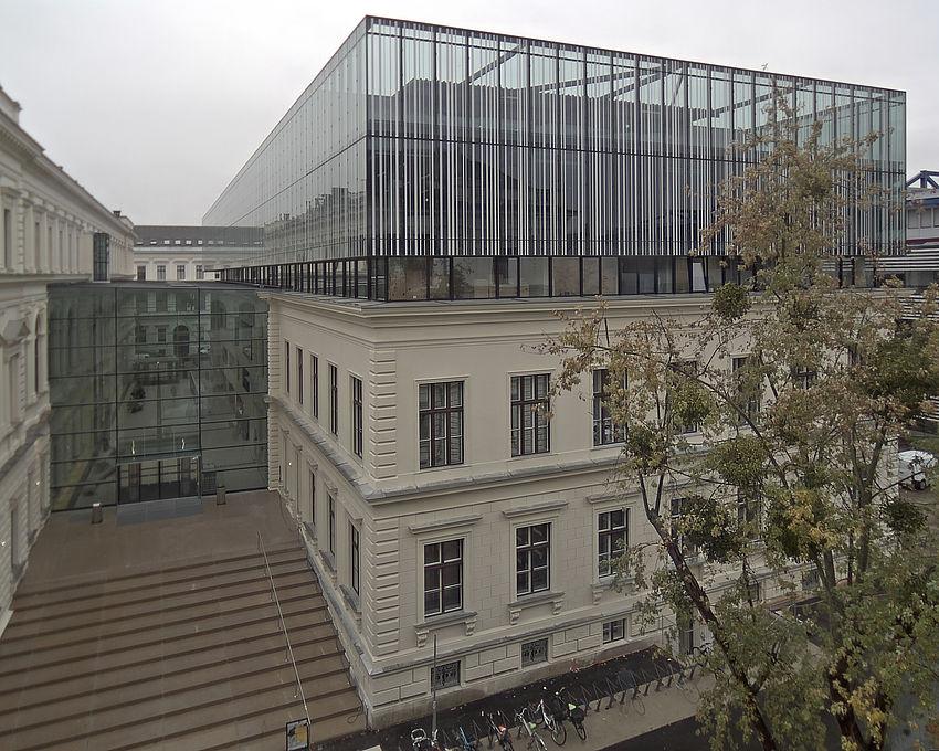 Livebild Baukamera 1 - Webcam 'Gesamtansicht Südseite, Verbindungstrakt zum Hauptgebäude' - Baustelle Erweiterung der Bibliothek, Karl-Franzens-Universität Graz (Standbild)